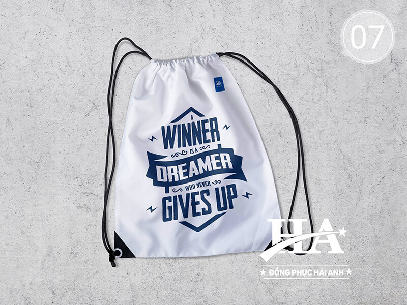"""Balo rút in slogan: """"Winner is dreamer who never gives up"""""""